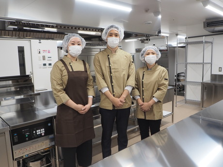 川口市/特養/調理スタッフ/月8日以上休み/栄養士資格/キャリアアップ